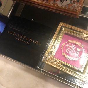 Anastasia Beverly Hills & Pretty Vulgar blush